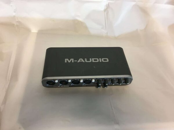 M-Audio Fast Track Ultra_up